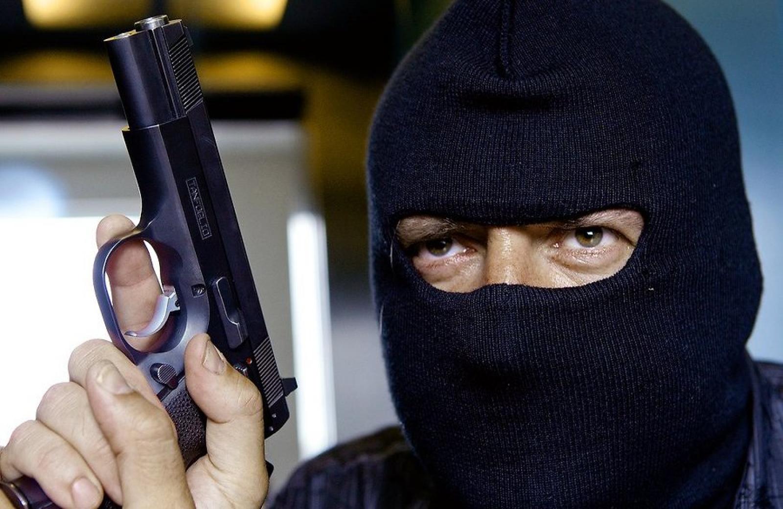 Бандит с пистолетом в картинках