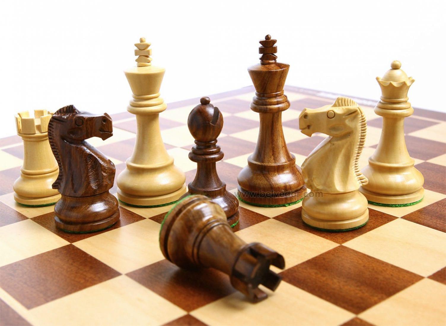 Шахматы в картинках, открытка марта