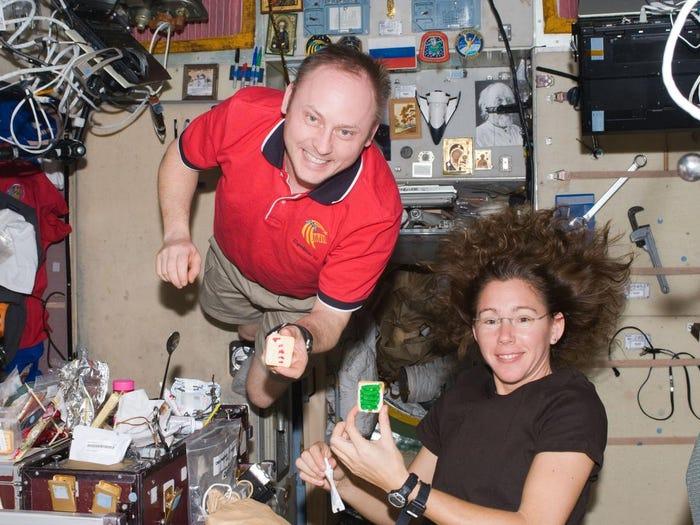 Астронавты Майкл Финк и Сандра Магнус в 2008 году. НАСА