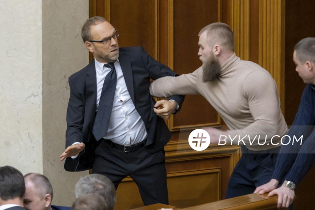 Потасовка между Сергеем Власенко и Артемом Дмитруком_11