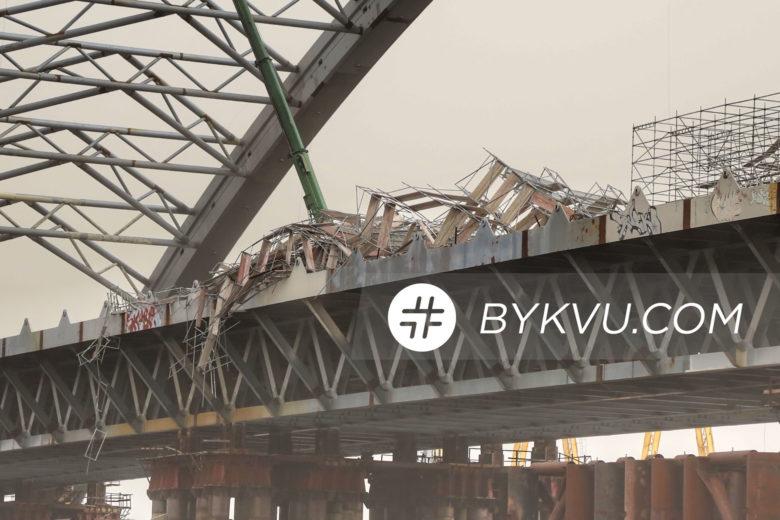 Подільський міст після поривів вітру_04