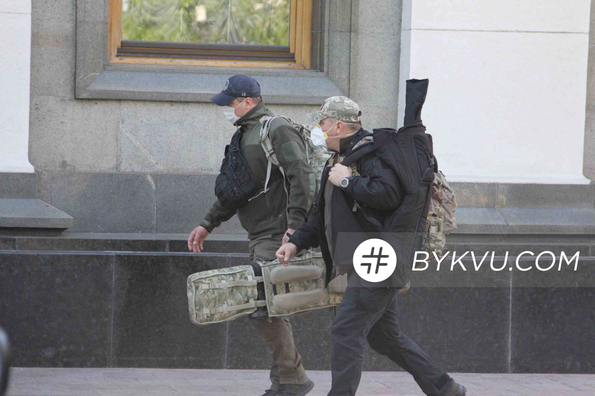 Рада_13 мая_вооруженные люди