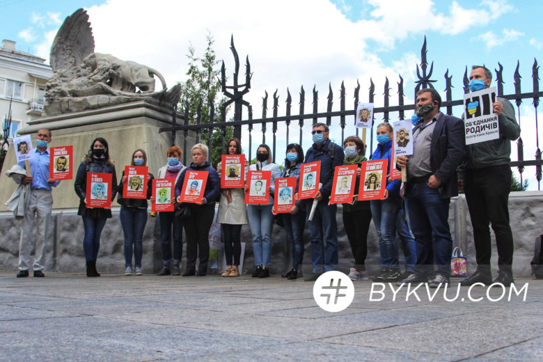Акция родственников политзаключенных на Банковой 21 мая_10