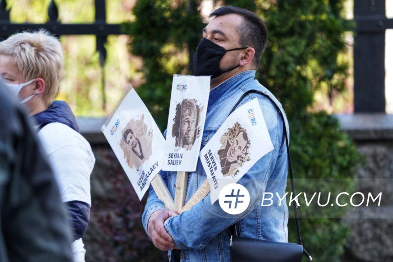 Акция родственников политзаключенных на Банковой 21 мая_08