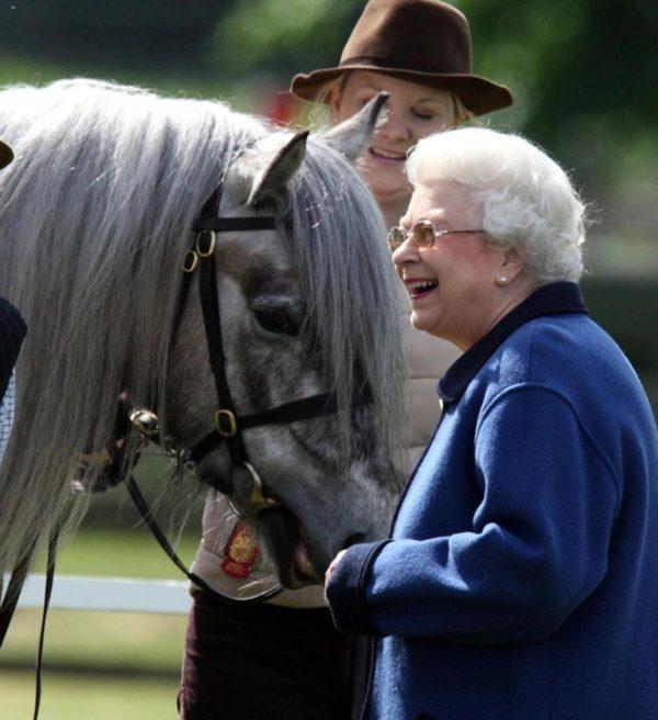 Королева Британии