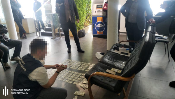 В Киеве задержали прокурора во время получения $100 тысяч