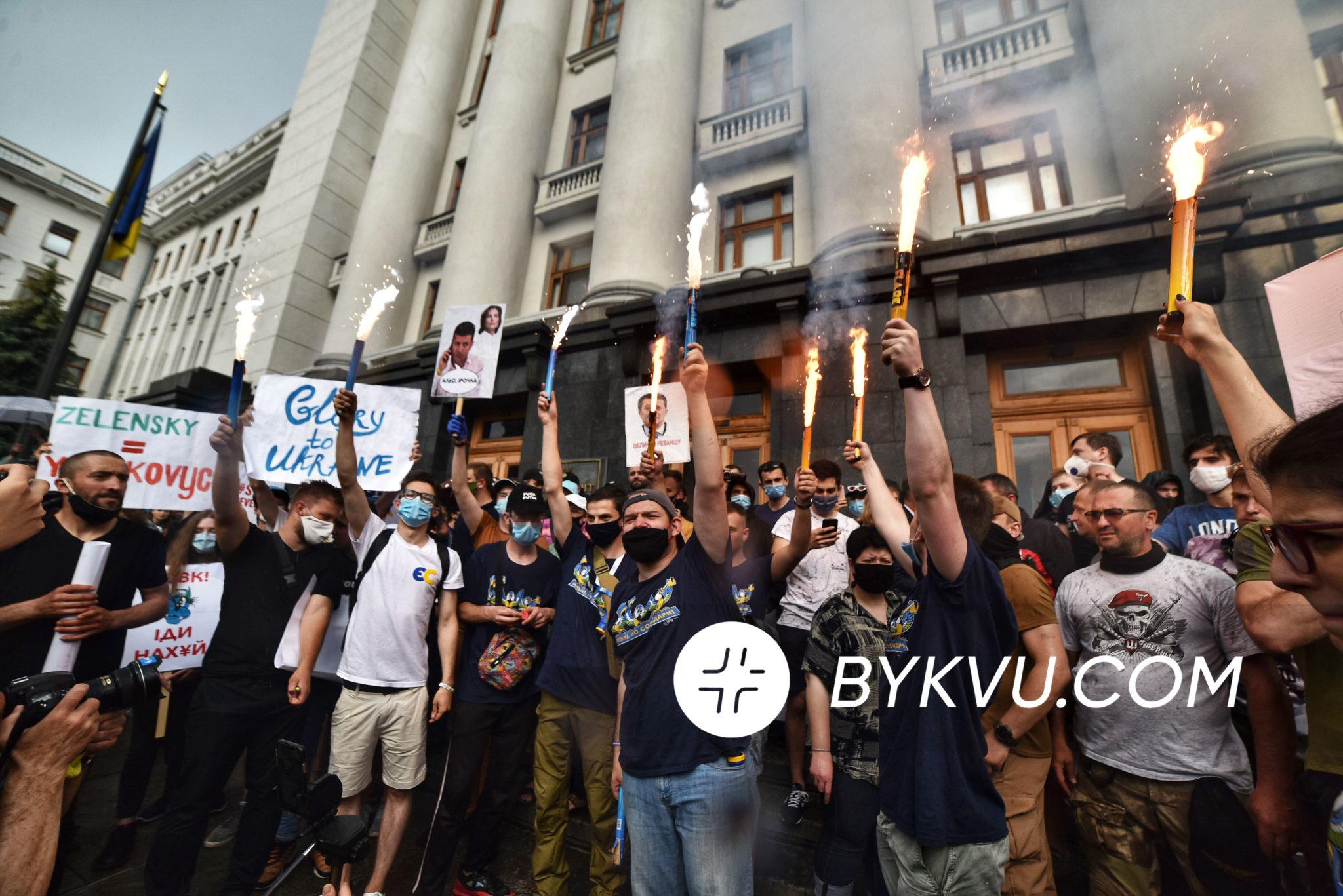 Активисты_под_офисом_Зеленского