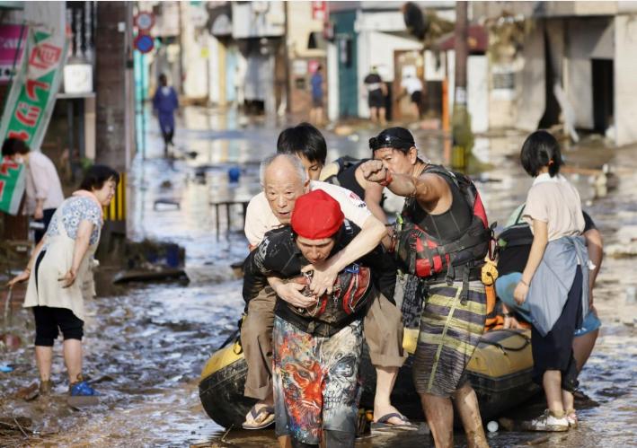 Наводнение в Японии: 15 человек погибли, 13 – пропали без вести