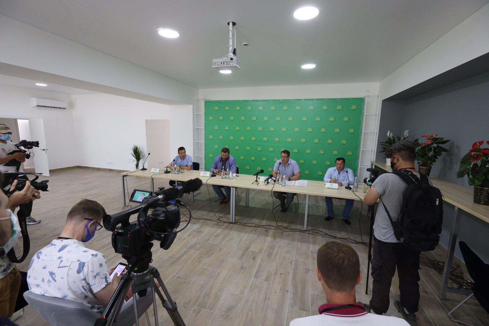 У Слов'янську відкрили офіс «Слуги народу» з цитатою Зеленського. Фото