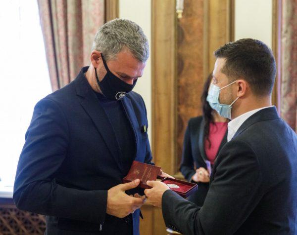 Зеленский наградил Потапа, Тину Кароль и других выдающихся украинцев