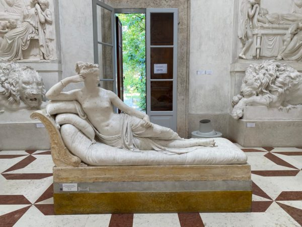 Скульптура сестры Бонапарта