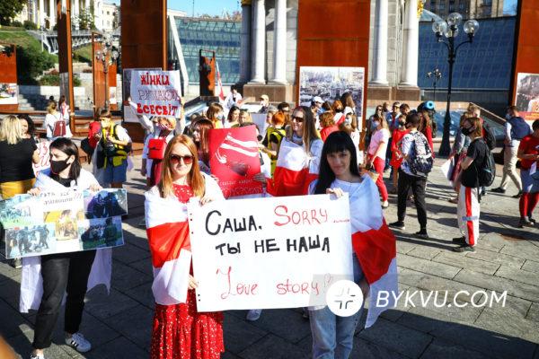 Марш солідарності з білорусами Букви