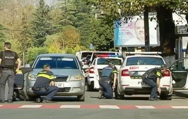 В Грузії озброєний чоловік захопив заручників в банку і висунув умови