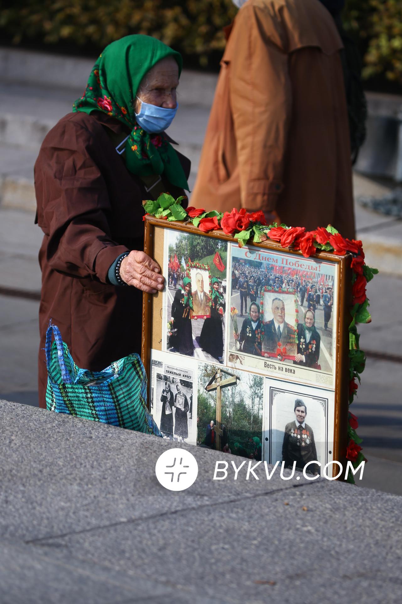 Вшанування загиблих біля Меморіалу Вічної Слави