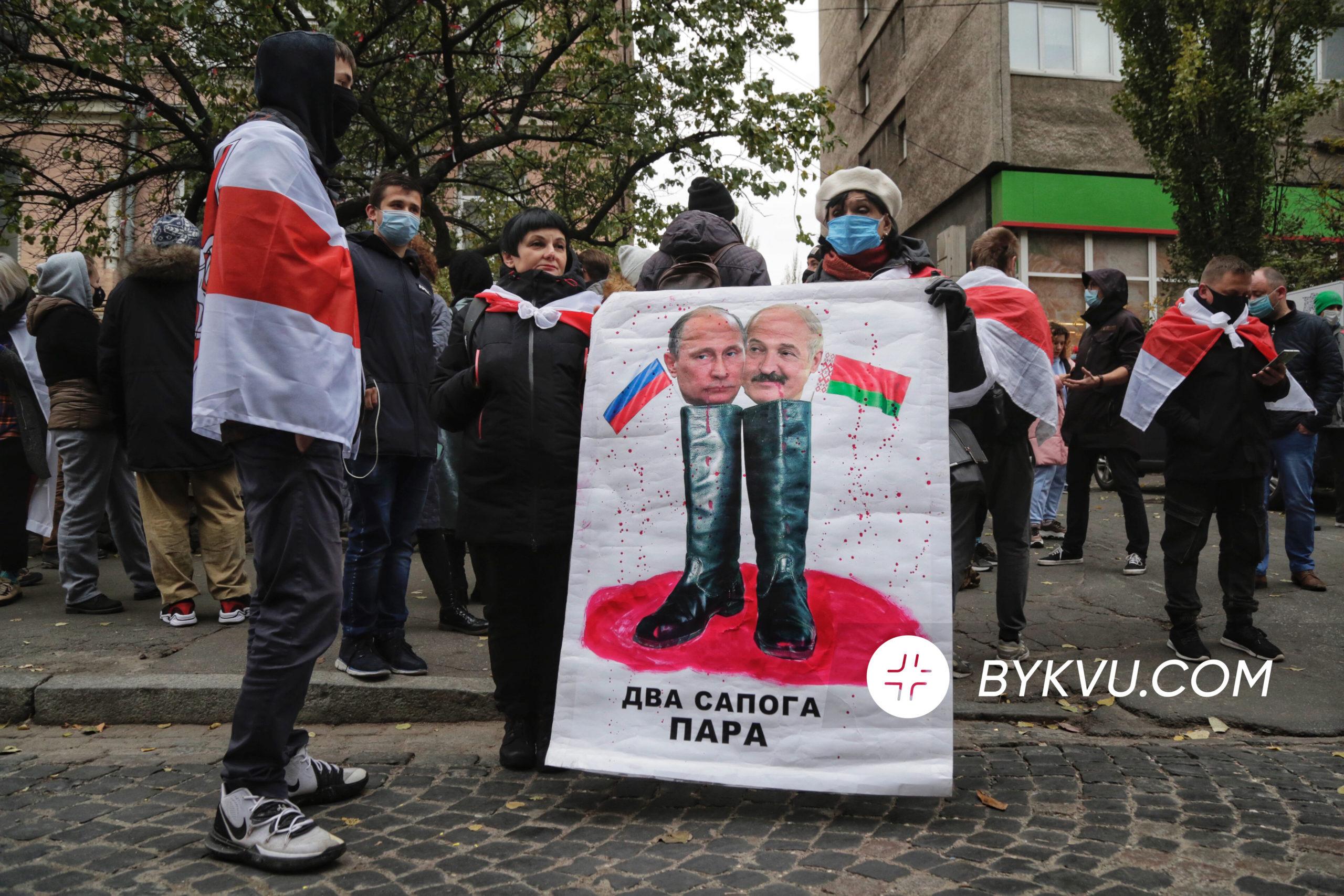 В Минске умер 31-летний сторонник оппозиции Роман Бондаренко, которого избили на «Площади перемен». На акцию его памяти пришли тысячи людей