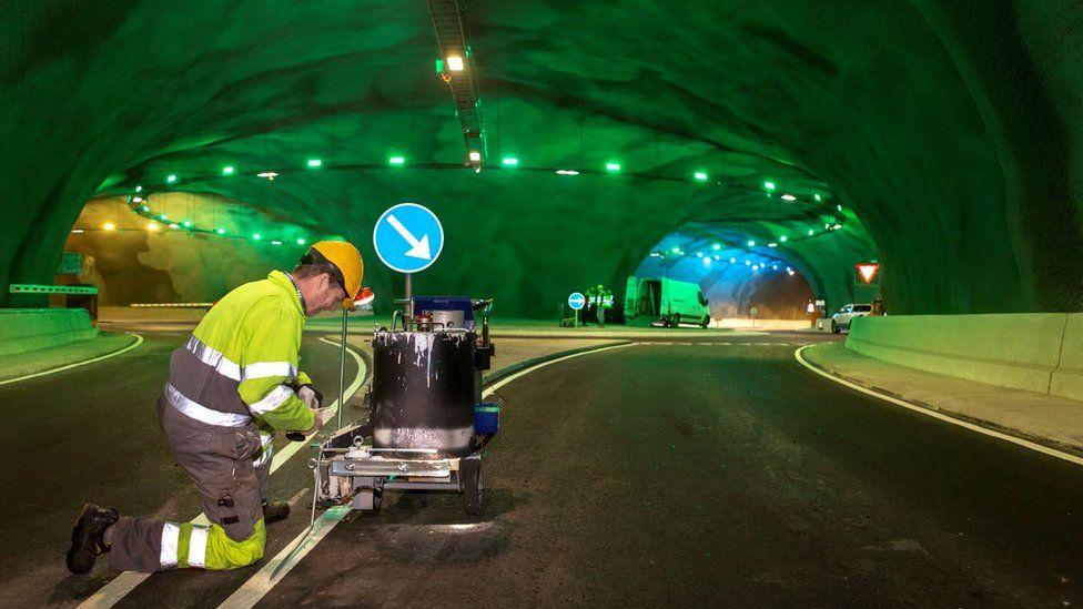 На Фарерских островах построили уникальный автомобильный туннель на дне  океана: фото | Новости Украины - #Буквы