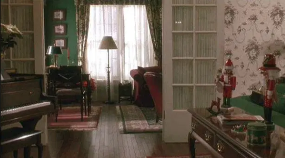 Не узнать. Как выглядит дом из фильма «Один дома» 30 лет спустя (ФОТО) 15