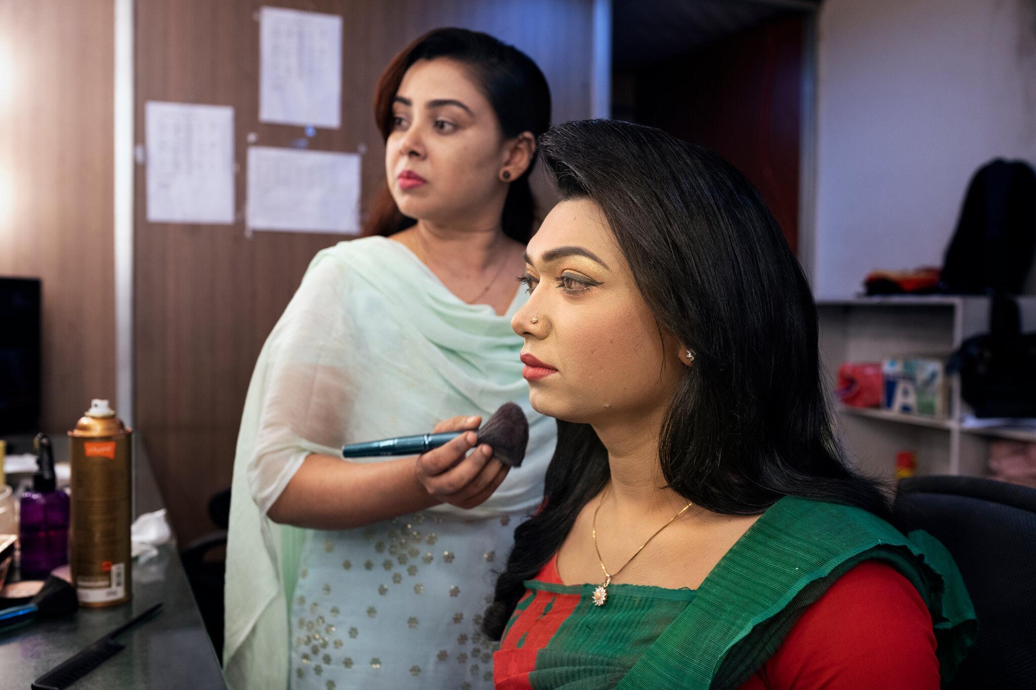 В Бангладеш впервые появилась трансгендерная телеведущая