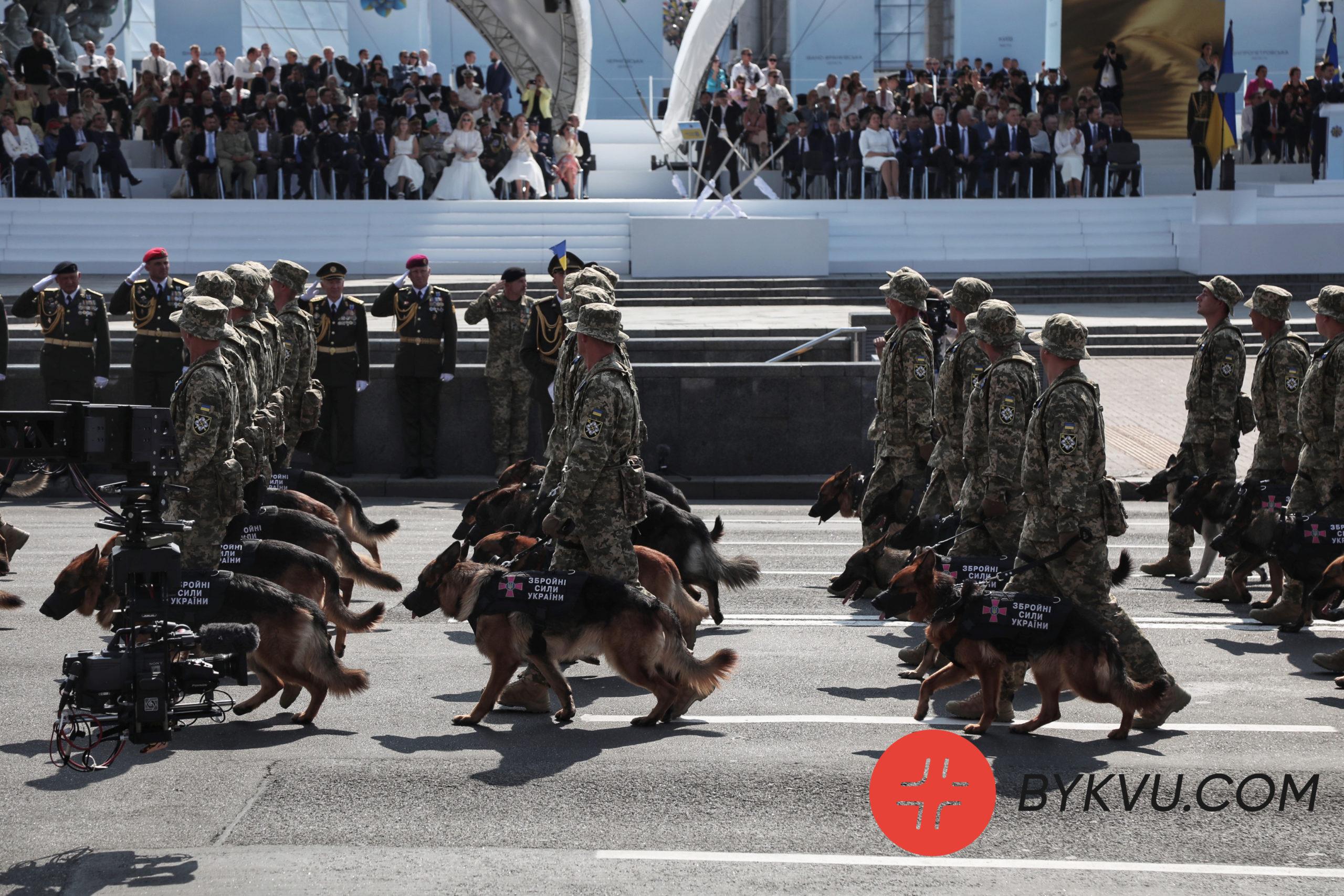 День Незалежності_марш військових