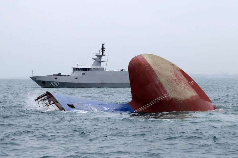 36987856.2 36987863 17 12 2015 indonesia singapore tanker collision