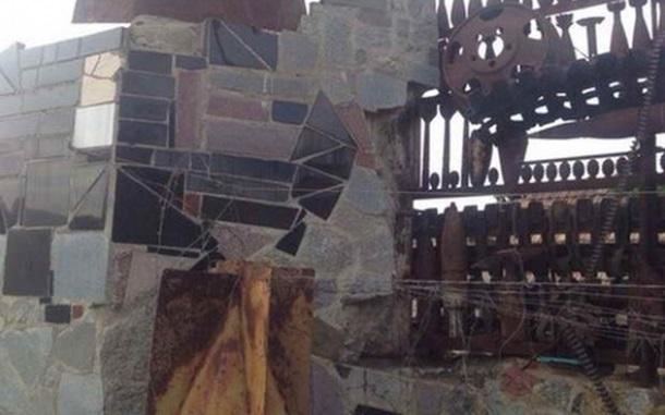 Житель Мелитополя построил забор из боеприпасов ФОТО