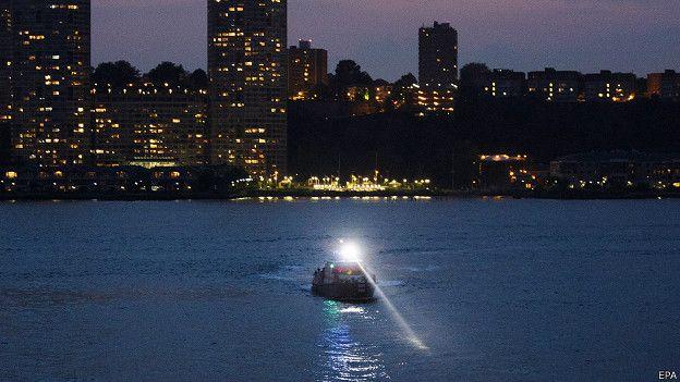 160528020753 hudson river plane boat 624x351 epa