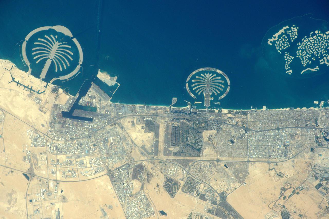 Дубай вид с космоса фото