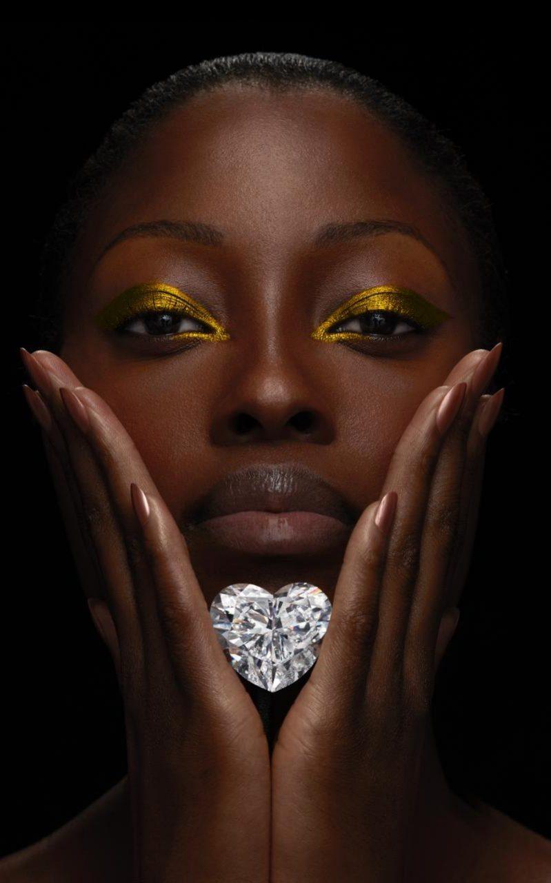 Graff Venus diamond held by model xlarge transhm8Nz2Lbt1QJYKnO tr9uxGMxOZmTrWvV SuoTzdx14
