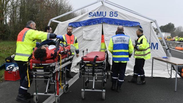 vendee au moins cinq morts dans un carambolage plusieurs blesses 3
