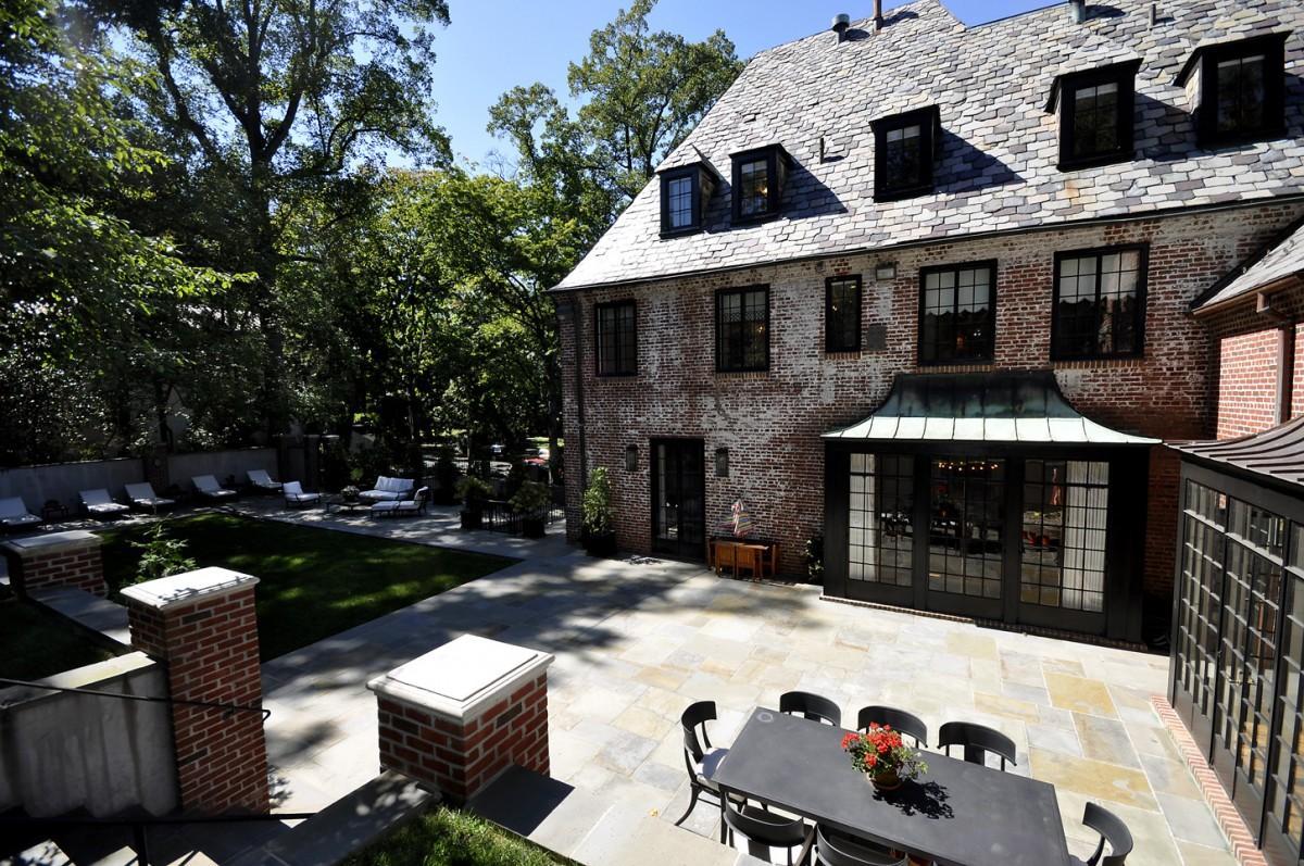 2446 Belmont Road NW Washington DC Obamas New Home Backyard Lounge 1200x797
