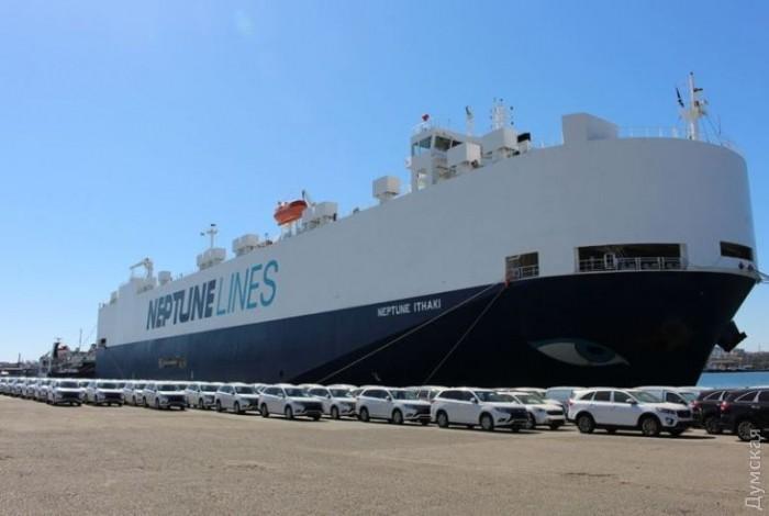 Автомобили Mitsubishi Outlander в порту Черноморска