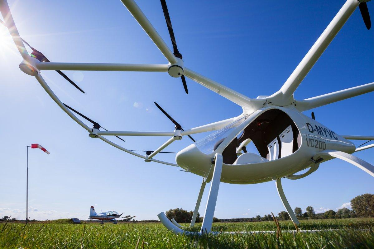 the volocopter 2x can recharge in 40 minutes using a fast charger