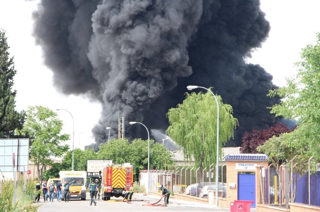 Взрывы на заводе в Испании_4