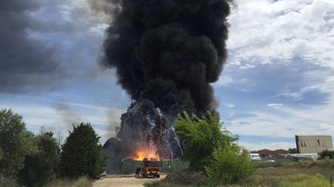 Взрывы на заводе в Испании_1