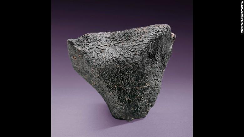 Christie's  выставил на торги метеориты_7