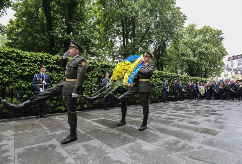 Порошенко почтил погибших во Второй мировой войне