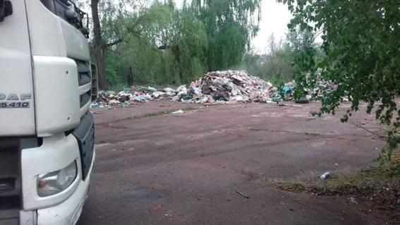 В Киевской области на территории бывшего детского лагеря обнаружили львовский мусор_4