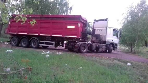 В Киевской области на территории бывшего детского лагеря обнаружили львовский мусор_3