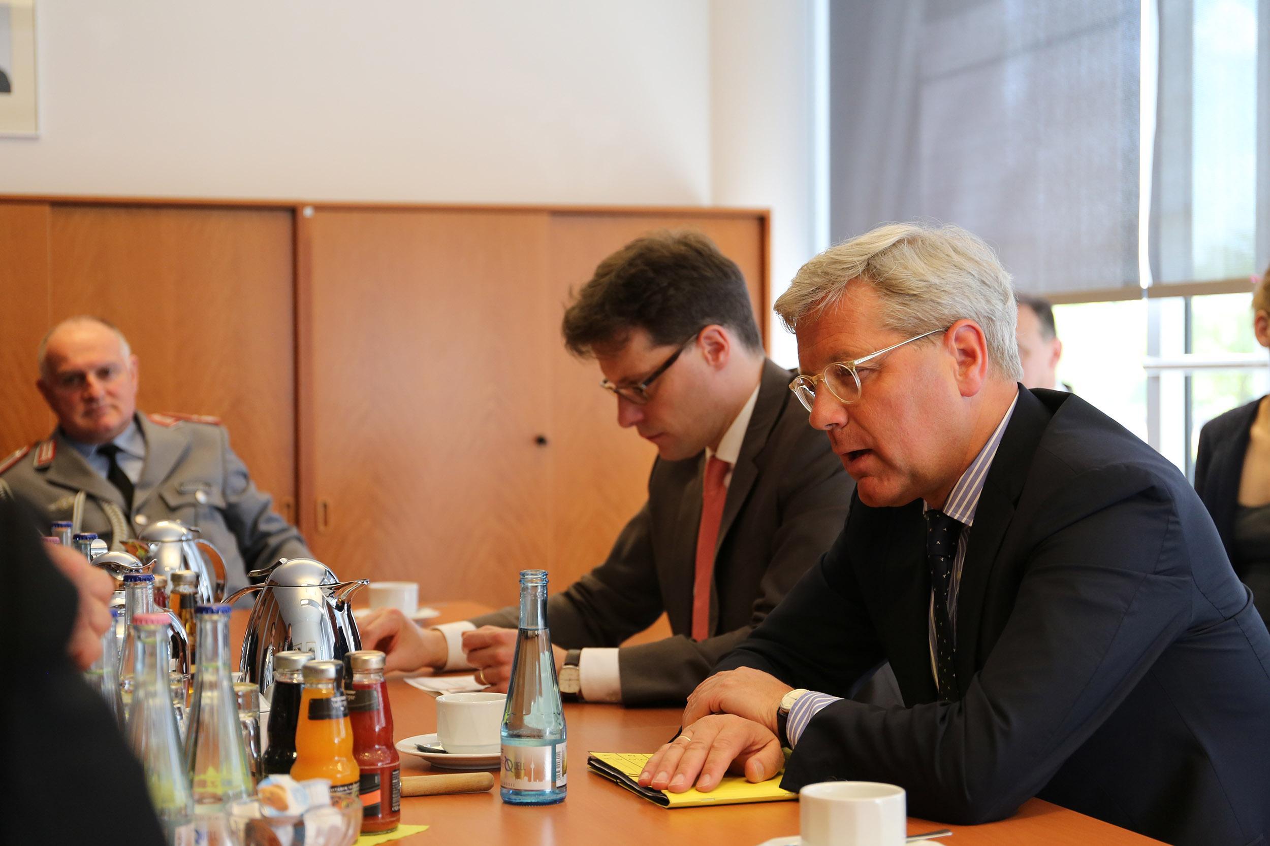 Полторак встретился с председателем комитета по вопросам внешних дел Бундестага_4