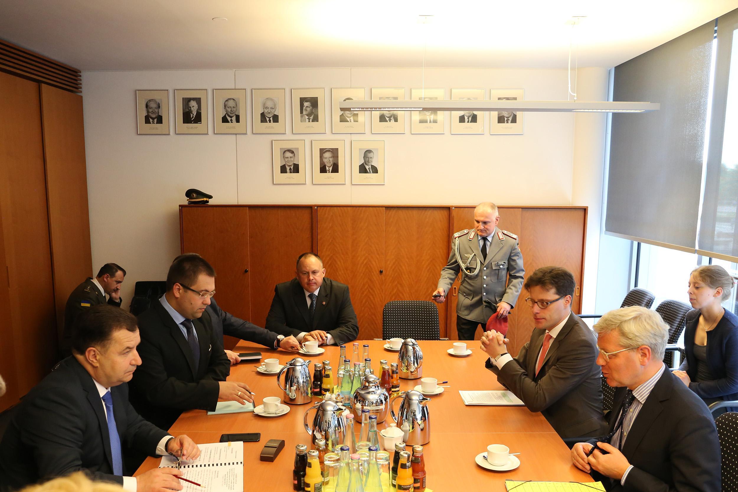 Полторак встретился с председателем комитета по вопросам внешних дел Бундестага_2
