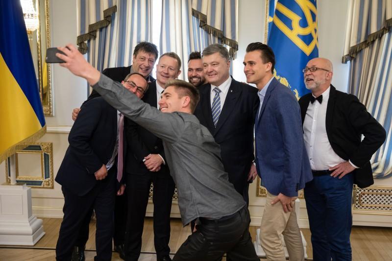 Президент Петр Порошенко встретился с организаторами и ведущими европейского музыкального конкурса