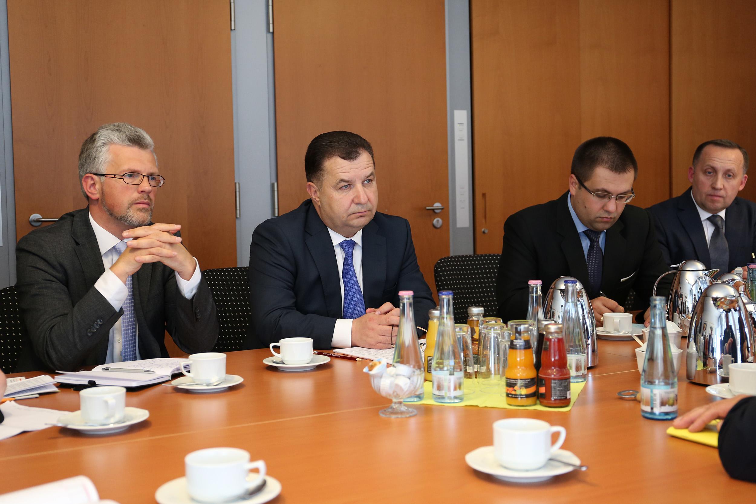Полторак встретился с председателем комитета по вопросам внешних дел Бундестага_5