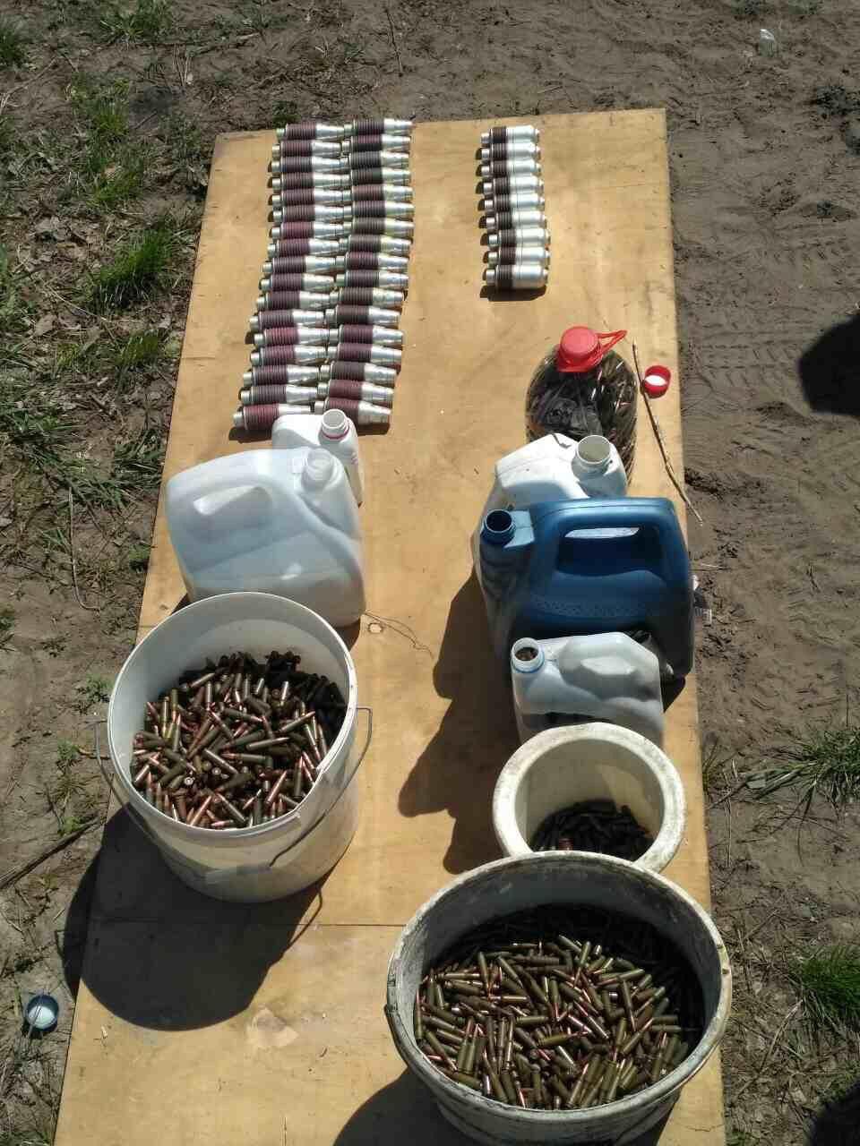 Боеприпасы и оружие, обнаруженные во время обысков по месту жительства фигурантов производства