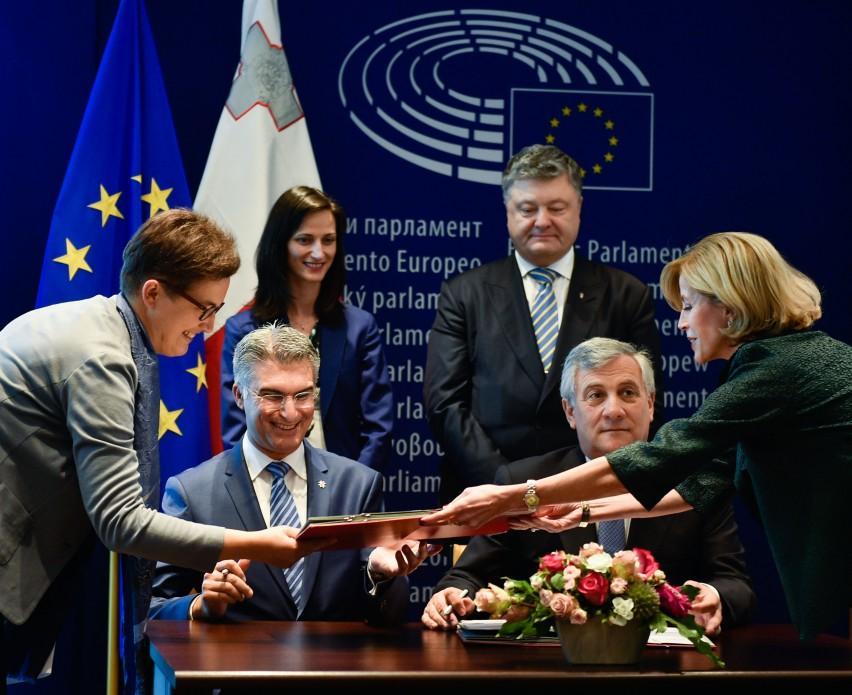 Подписание безвиза для украинцев_2