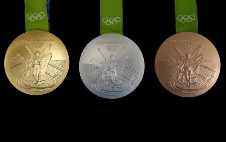 МПризеры Олимпиады 2016 вернули в оргкомитет более 100 проржавевших и поврежденных медалей_2