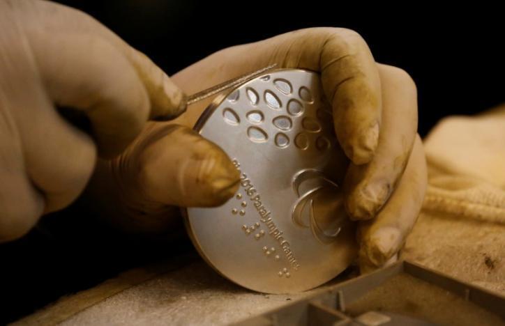 МПризеры Олимпиады 2016 вернули в оргкомитет более 100 проржавевших и поврежденных медалей_1