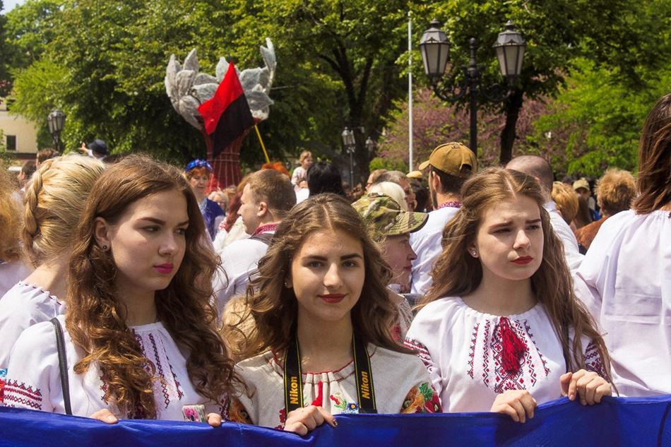 В Одессе прошел 10-й Мегамарш в вышиванках_1
