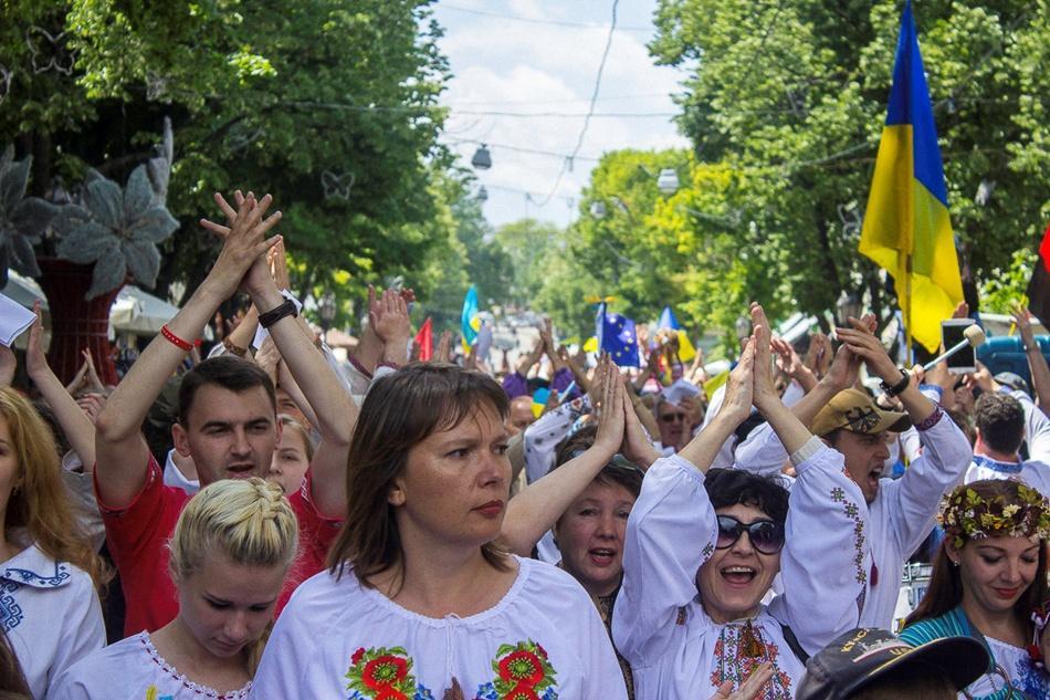 В Одессе прошел 10-й Мегамарш в вышиванках_11