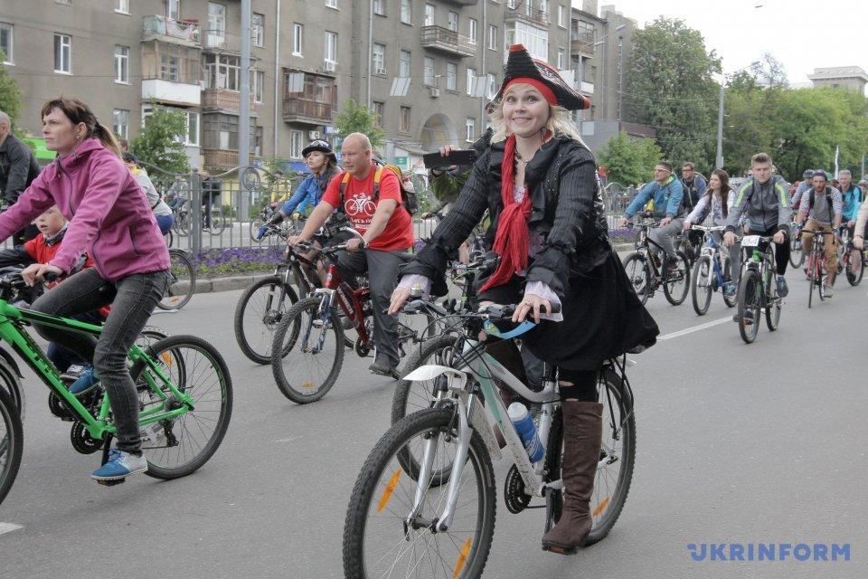 5 тыс. велосипедистов проехались Харьковом_6