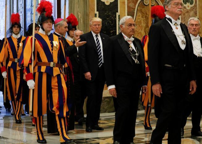 Франциск призвал Трампа стать миротворцем_6